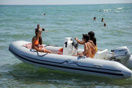 Centro Nautico Alla Deriva - Rimini - Noleggio gommone a motore Arimar 400
