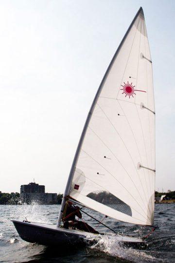 Centro Nautico Alla Deriva - Rimini - Noleggio barca a vela Laser