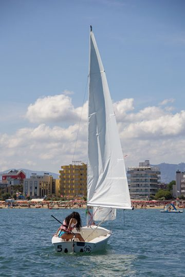 Centro Nautico Alla Deriva - Rimini - Noleggio barca a vela Skipper 420